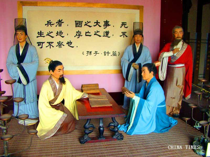 15-孙子兵法中'计篇'群雕像(摄影:冯赣勇).jpg