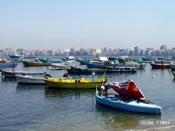 02亚历山大黑海海滨的游船.jpg