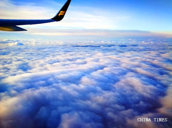 01重上蓝天飞往挪威(摄影:.jpg