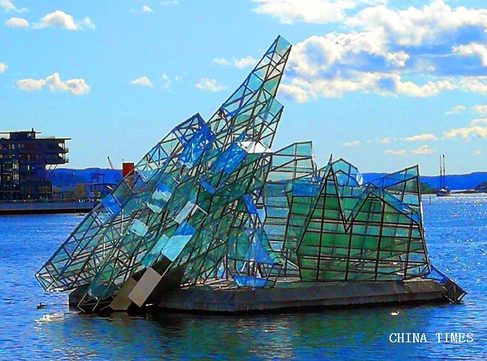 09海上雕塑2(摄影:冯赣勇).jpg
