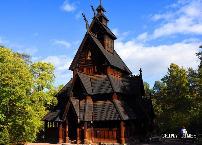 015古老的教堂(摄影:冯赣勇.jpg