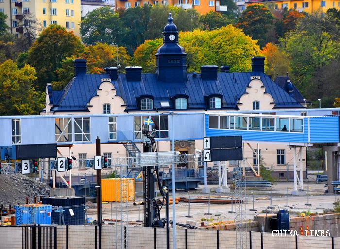 01起航驶离瑞典(摄影:冯赣.jpg