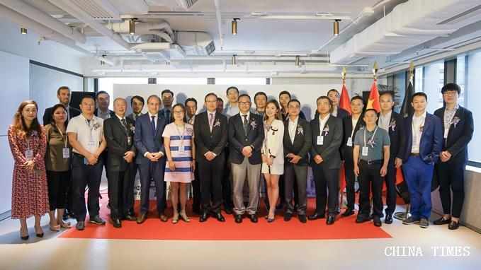東部通航獲中國首個跨境飛行許可 在港舉行首航儀式