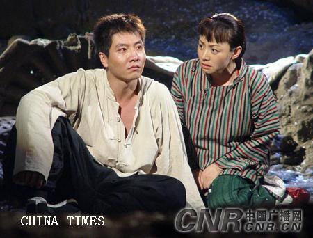 4剧中人白孝文(左 荆浩 饰)与小娥 拷贝.jpg