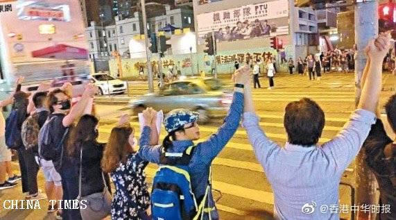 香港萬人手牽手組成逾四十公里人鏈 「和理非」訴求